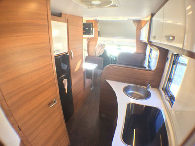 Elnagh-Baron-22-salon-autocaravancarsalerent
