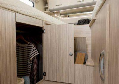 elangh magnum 530 almacenaje dormitorio autocaravancarsalerent