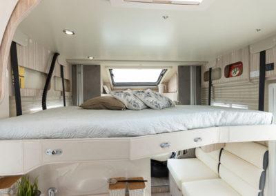 elnagh-t-loft-450-cama-superior-autocaravancarsalerent