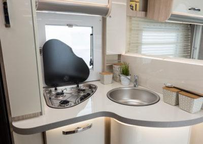 elnagh-t-loft-450-cocina-1-autocaravancarsalerent