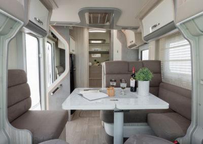 elnagh-t-loft-530-salon-comedor-autocaravancarsalerent