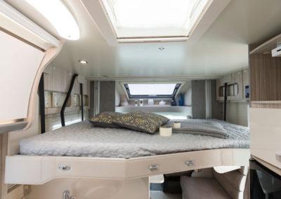 elnagh-t-loft-581-cama superior-autocaravancarsalerent