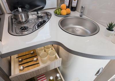 elnagh-t-loft-581-cocina-autocaravancarsalerent