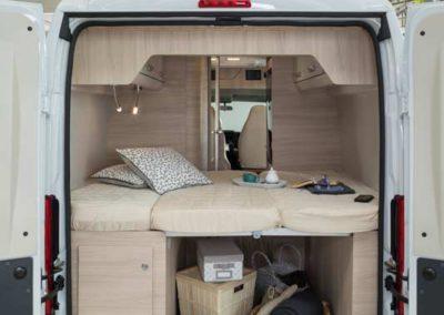 elangh e-van 2 cama desplegada autocaravancarsalerent