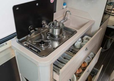 elangh e-van 2 cocina 3 autocaravancarsalerent