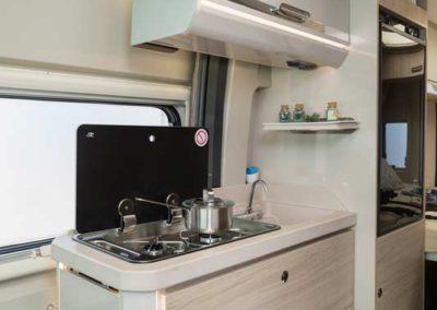 elangh e-van 2 cocina 4 autocaravancarsalerent