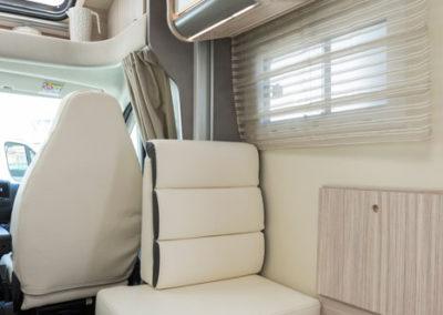 elnagh-t-loft-450-asiento-salon-autocaravancarsalerent