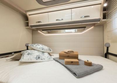 elnagh-t-loft-450-dormitorio-autocaravancarsalerent