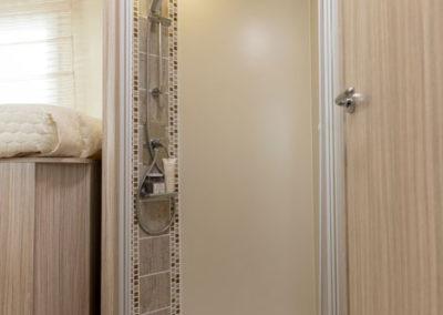elnagh-t-loft-530-baño-autocaravancarsalerent
