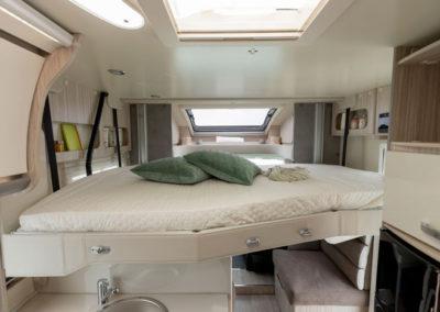 elnagh-t-loft-530-cama-superior-autocaravancarsalerent