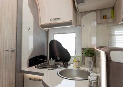 elnagh-t-loft-530-cocina-2-autocaravancarsalerent