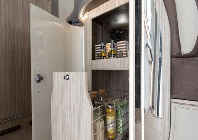 elnagh-t-loft-581-almacenamiento-cocina-autocaravancarsalerent