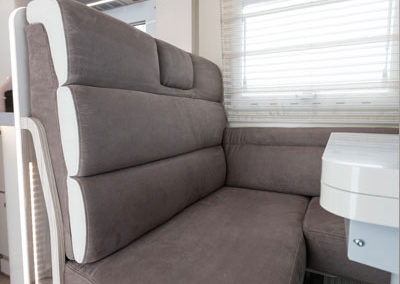 elnagh-t-loft-581-asientos-salon-1-autocaravancarsalerent